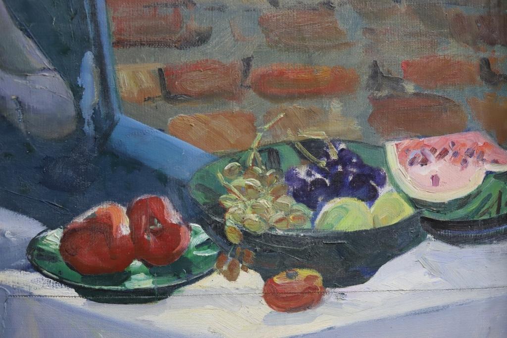 Meyvələrlə qız