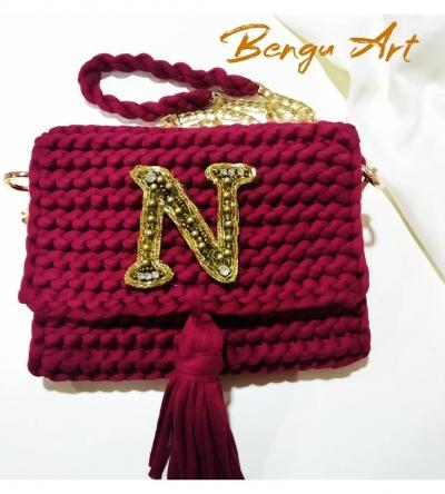 Broşlu çanta